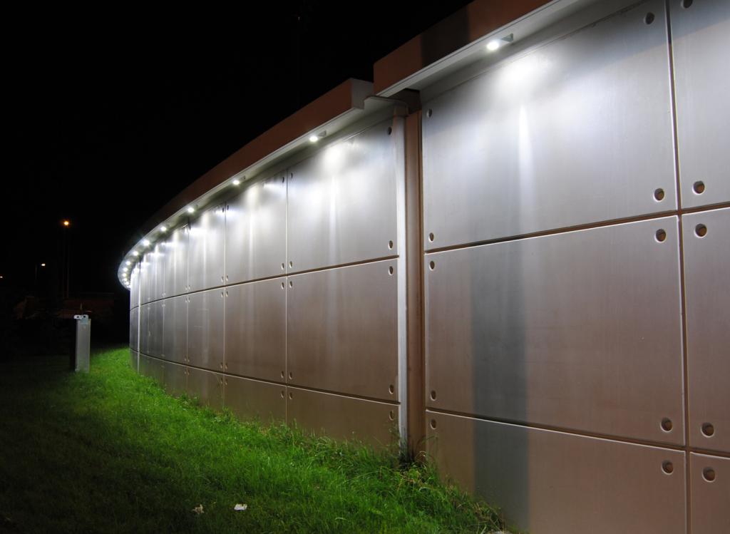 Oulun Raattin urheilukentän muuri on valaistu VP -valaisimilla vuonna 2010 ilman yhtäkään vikaa yli kymmeneen vuoteen.  Hyvä referenssi valaisinten tuotesuunnittelusta.